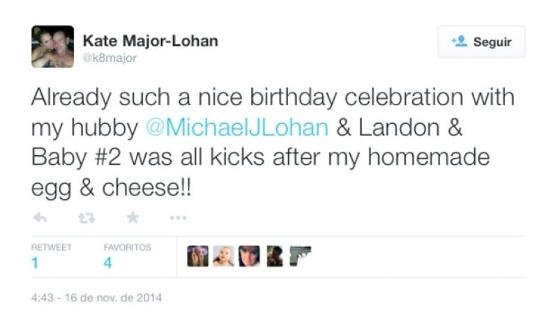La pareja comparte tuits intercambiando sus experiencias juntos.