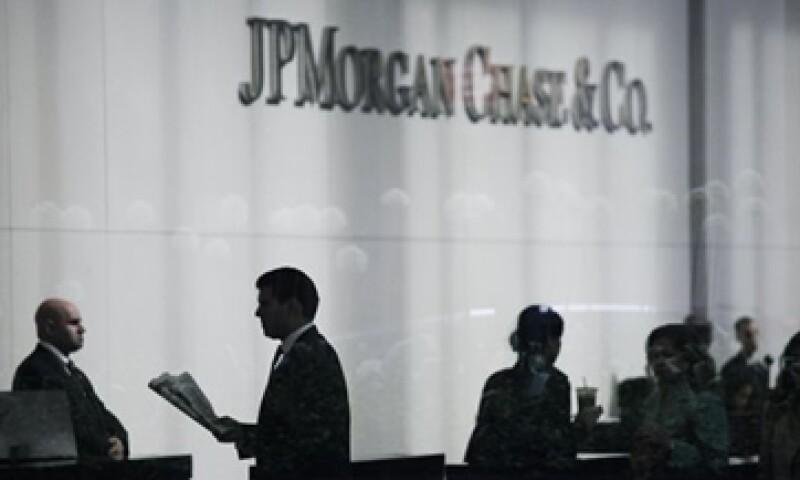 La oficina de inversiones de JPMorgan perdió 100 millones de dólares en el segundo semestre de 2011 por las operaciones con intereses netos negativos. (Foto: Reuters)