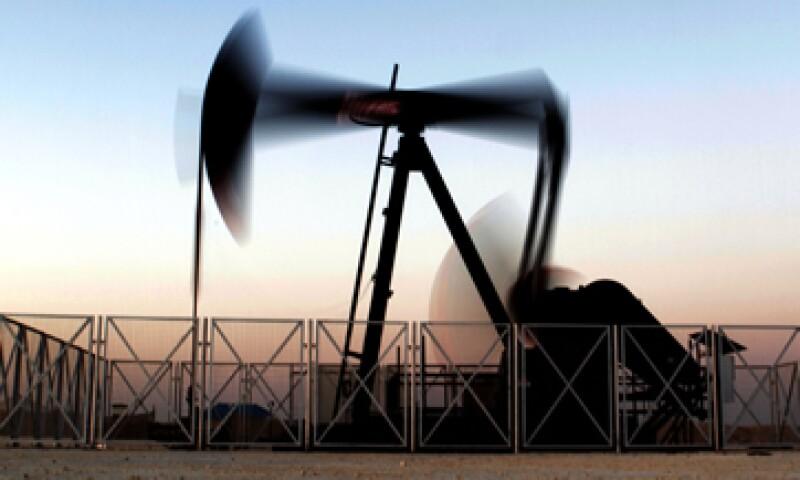 En la semana, el petróleo retrocedió 51 centavos de dólar. (Foto: AP)