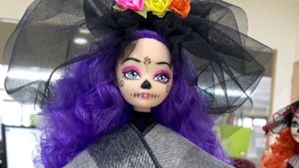 Recrean vestido de Beatriz Gutiérrez para una muñeca 9.jpg