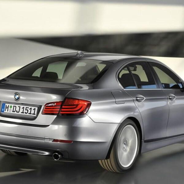 Cuenta con un nuevo motor de seis cilindros en línea y 3.0 litros de desplazamiento con turbo twin-scroll de 306hp que la firma denomina TwinPower.