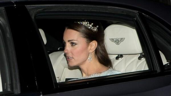 Este martes la duquesa de Cambridge asistió a una recepción diplomática portando una hermosa tiara, hecho que no ocurría desde su boda en 2011.