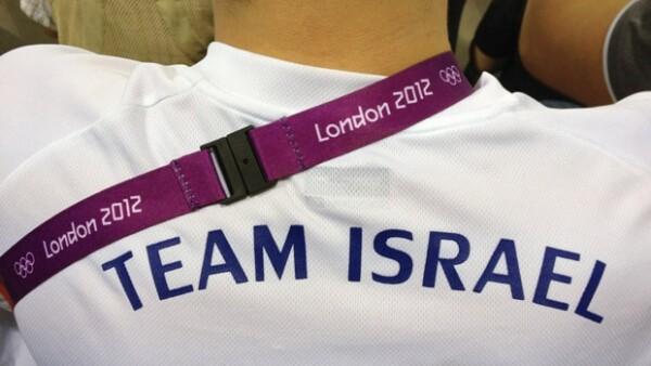 La modelo israelí viajó a Londres para vivir los Juegos Olímpicos, donde se le ha visto disfrutando de la disciplina de natación donde apoya a Estados Unidos e Israel.