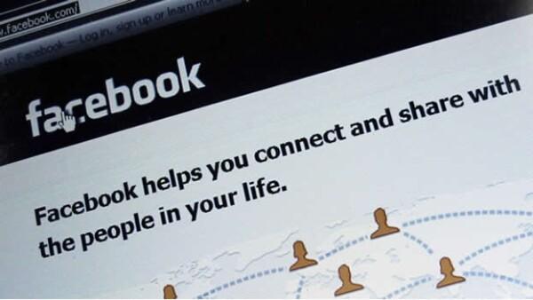 foto de una pantalla con facebook