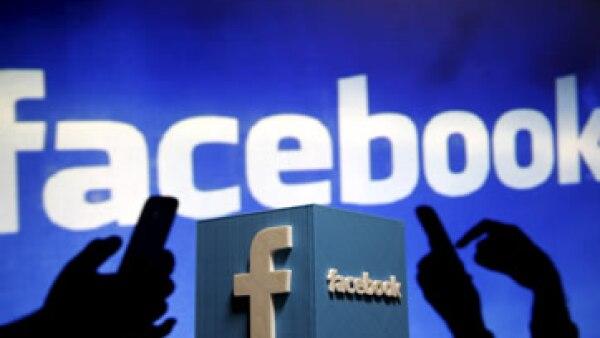 Facebook permitirá a los editores de noticias rastrear los datos y el tráfico a través de comScore. (Foto: Reuters )
