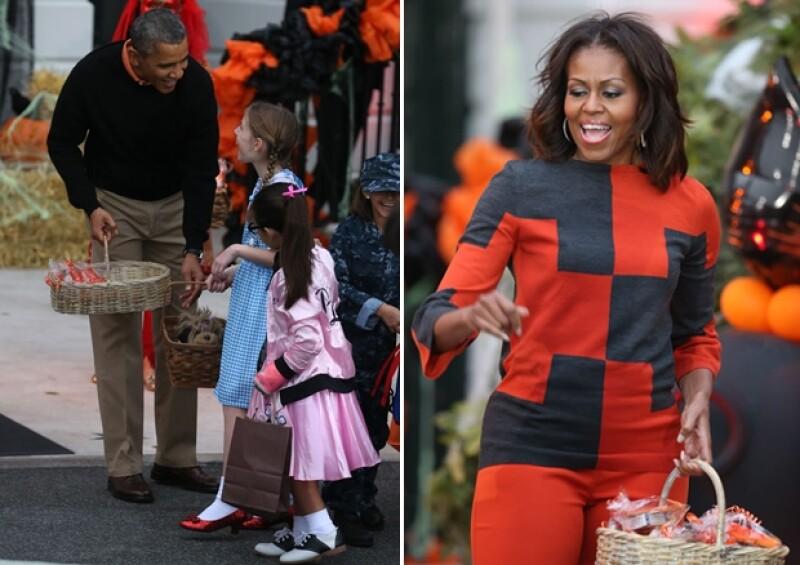 """La residencia de la familia presidencial se convirtió en la """"casa del terror"""" durante los festejos del 31 de octubre en los que Michelle y Barack convivieron con familias de solados estadounidenses."""