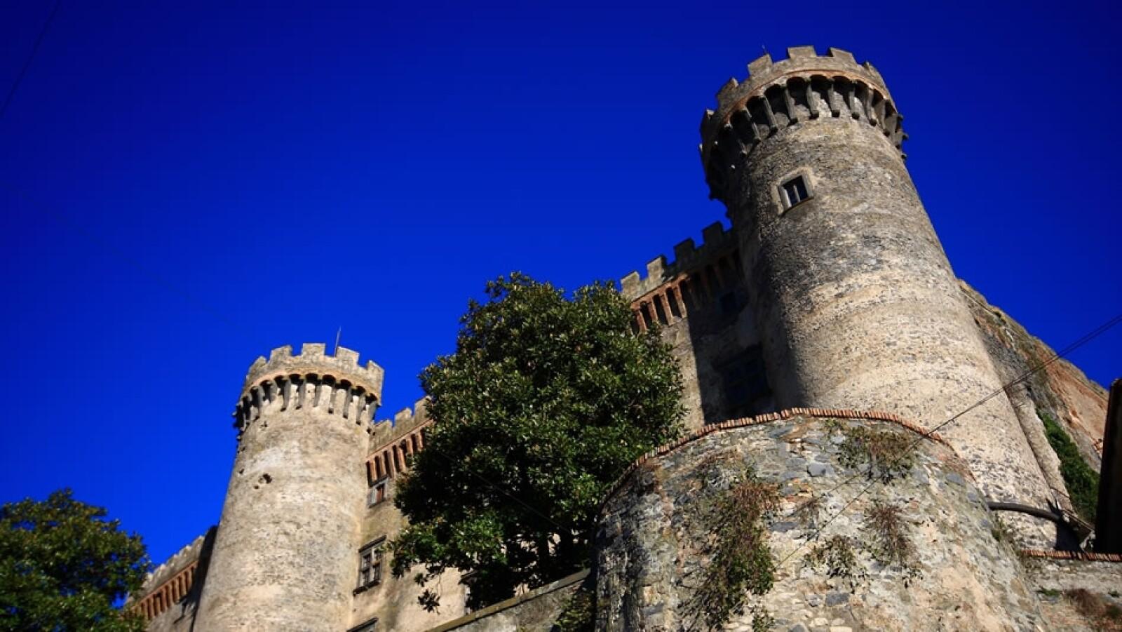 El castillo de Odescalchi a las afueras de Roma, Italia puede albergar hasta 1,000 personas. El precio para tu boda dependerá de quién eres.