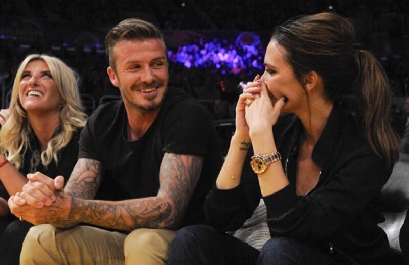 El futbolista y Victoria cumplirán 13 años de casados y decidió que de regalo le haría un texto con su historia de amor.