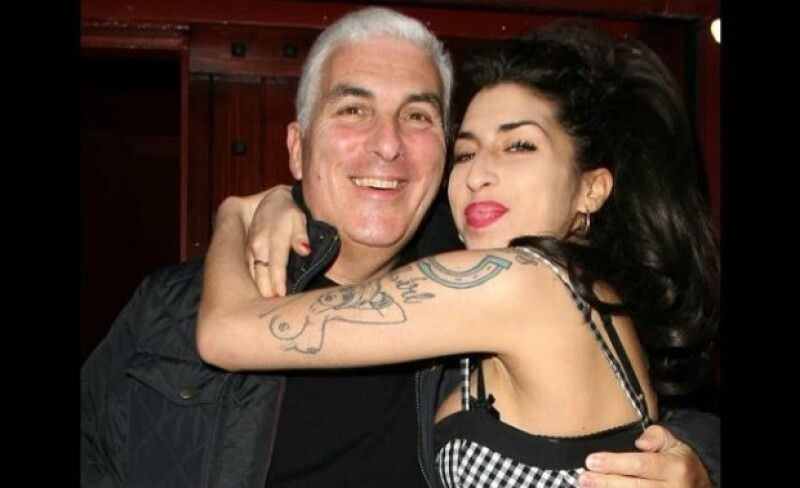 Mitch y Amy Winehouse.