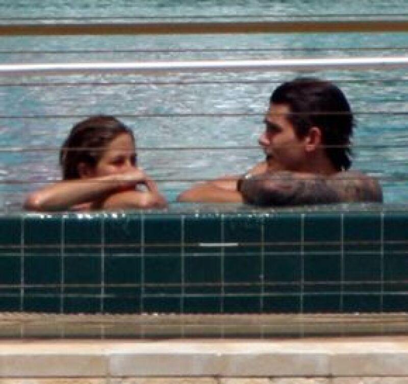 La actriz de 'Friends' aseguró que no está esperando un bebé con el cantante John Mayer.