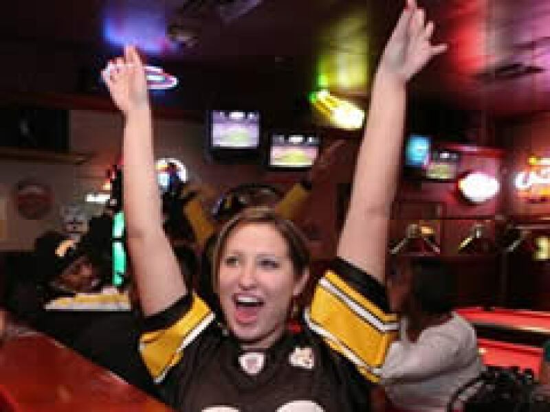 El Super Bowl fue visto por millones de personas a través de la televisión. (Foto: AP)