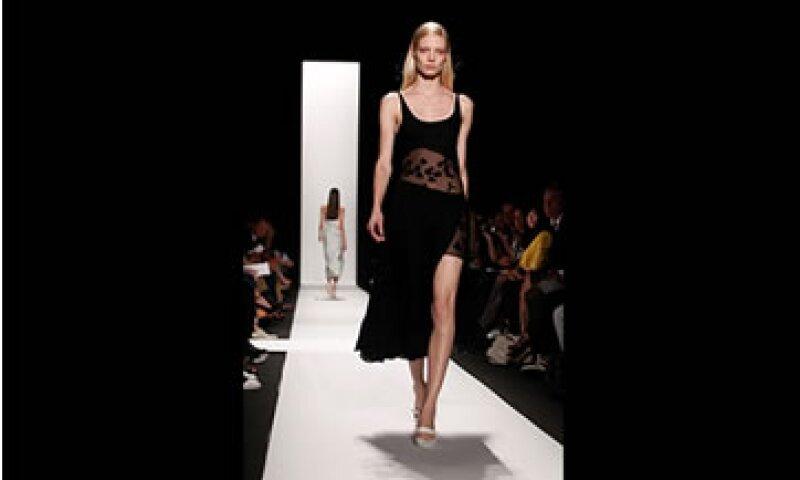 Los diseñadores mexicanos deben prepararse en gestión de negocios para poder trascender en el mundo de la moda. (Foto:Reuters )