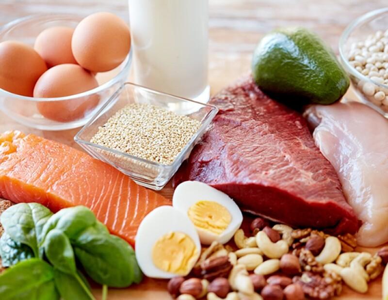 Encuentra vitamina B12 en proteínas animales.