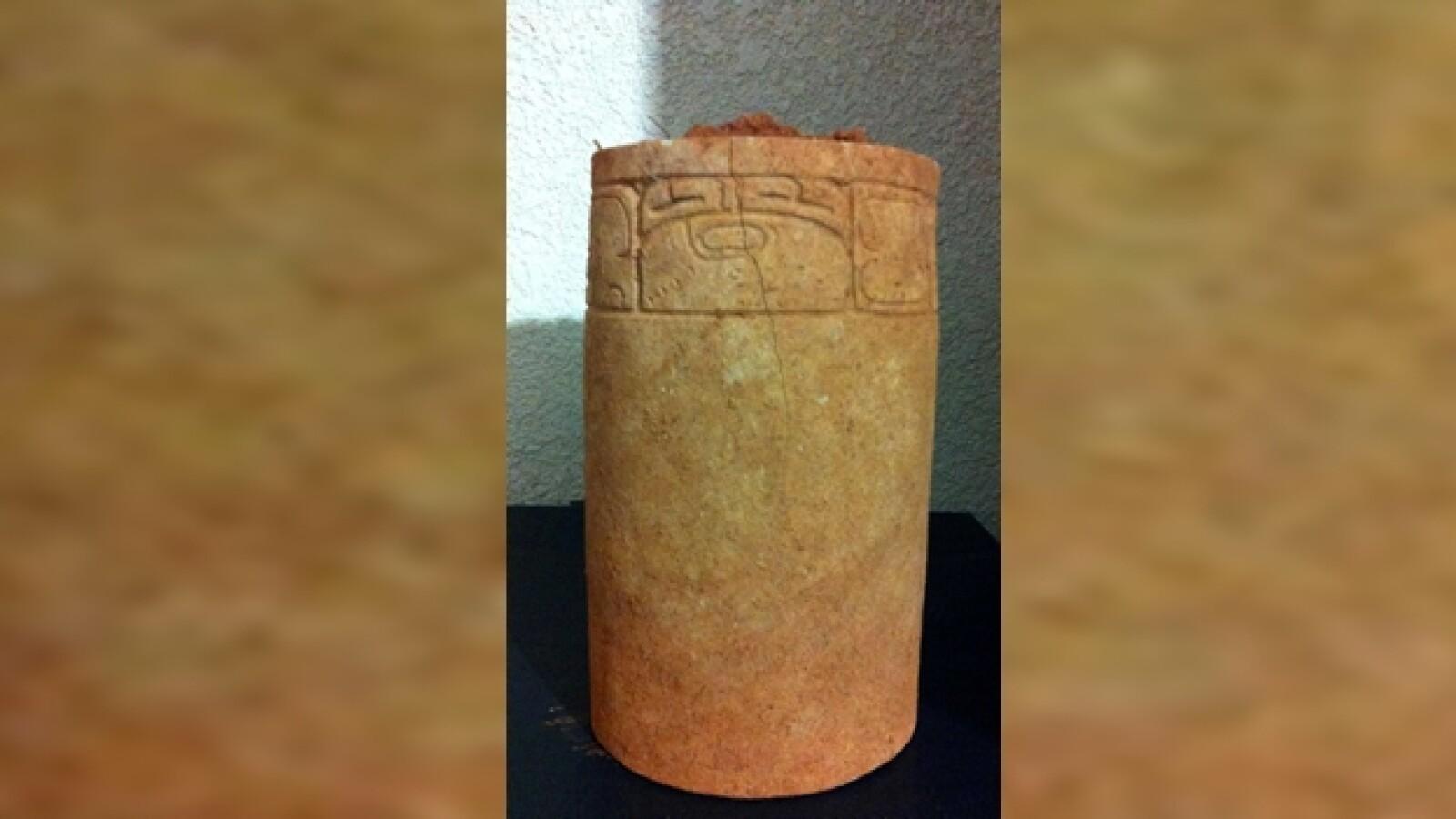 vasija con inscripciones jeroglificas