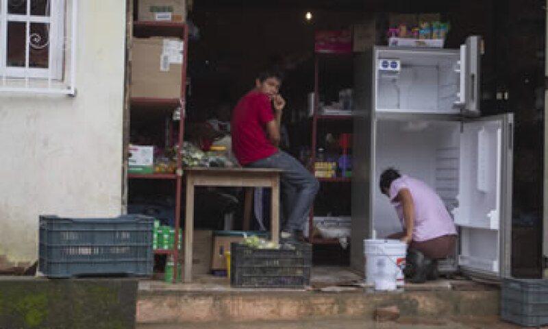 Habitantes de El Paraíso, en Atoyac, Guerrero, intentan regresar a la normalidad después de haber sido afectados por las inundaciones. (Foto: Cuartoscuro)