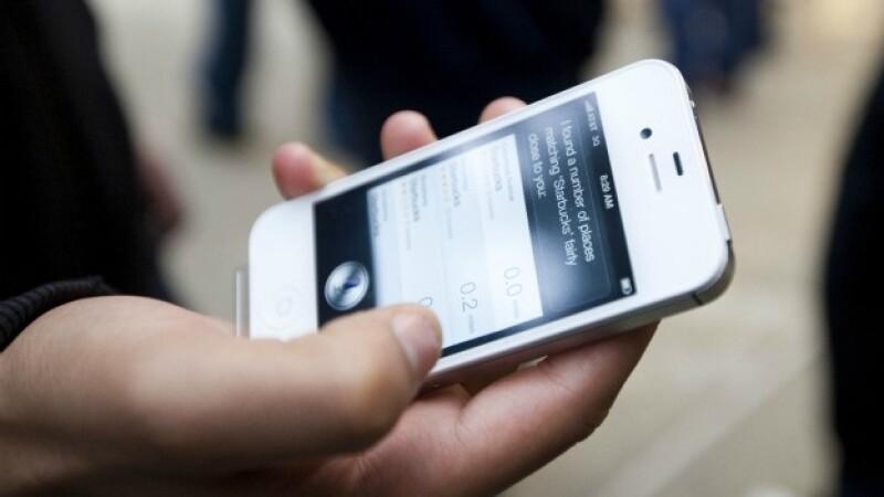 celular sujetado por una mano