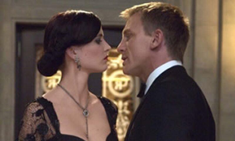 Eva Green y Daniel Craig en Casino Royal. (Foto: MGM)
