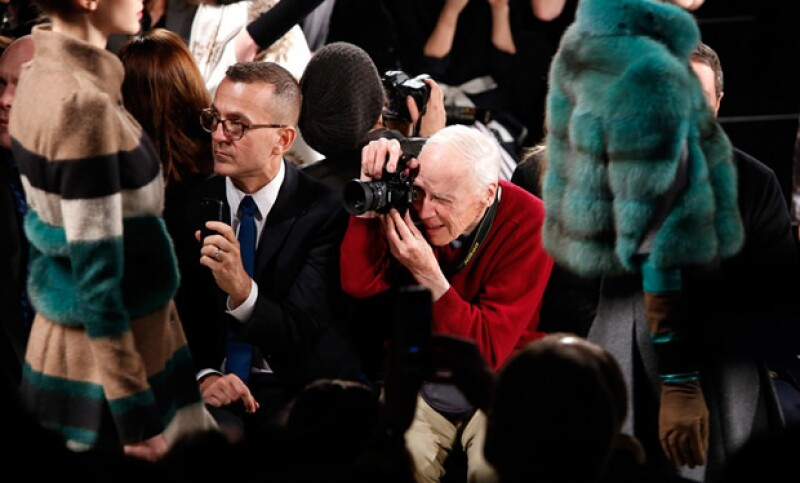 """Este fin falleció el afamado fotógrafo del New York Times, conocido por iniciar el frenesí sobre la moda callejera. Anna Wintour llegó a decir: """"Todos nos vestimos para Bill""""."""