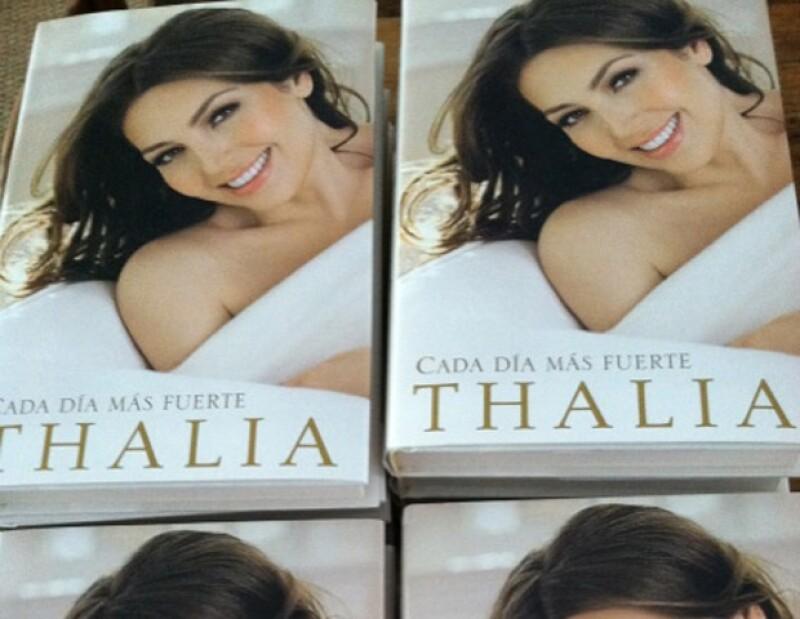 La cantante publicó esta pic de los libros que regalará.