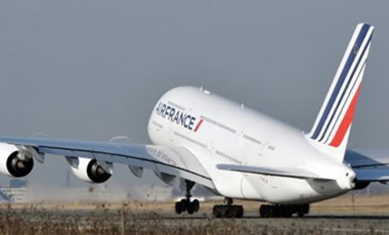 El Airbus A380 de Air France despegó por primera vez en vuelo comercial entre Paris y Nueva York. (Foto: AP)