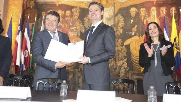 Juan Díaz de la Torre y el secretario Aurelio Nuño.