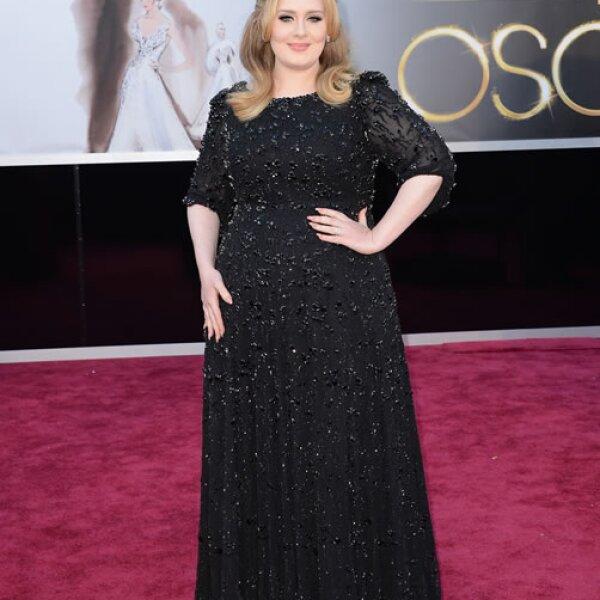 Adele- Por el sobrepeso de la cantante twitteó: Debería de cambiar el nombre de su exitosa canción a Rolling In The Deep Fried Chicken´.