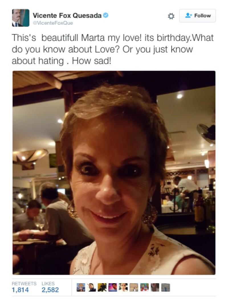 Fox incluso le tomó una foto a su esposa Marta Sahagún, en la celebración previa de su cumpleaños en Cancún.
